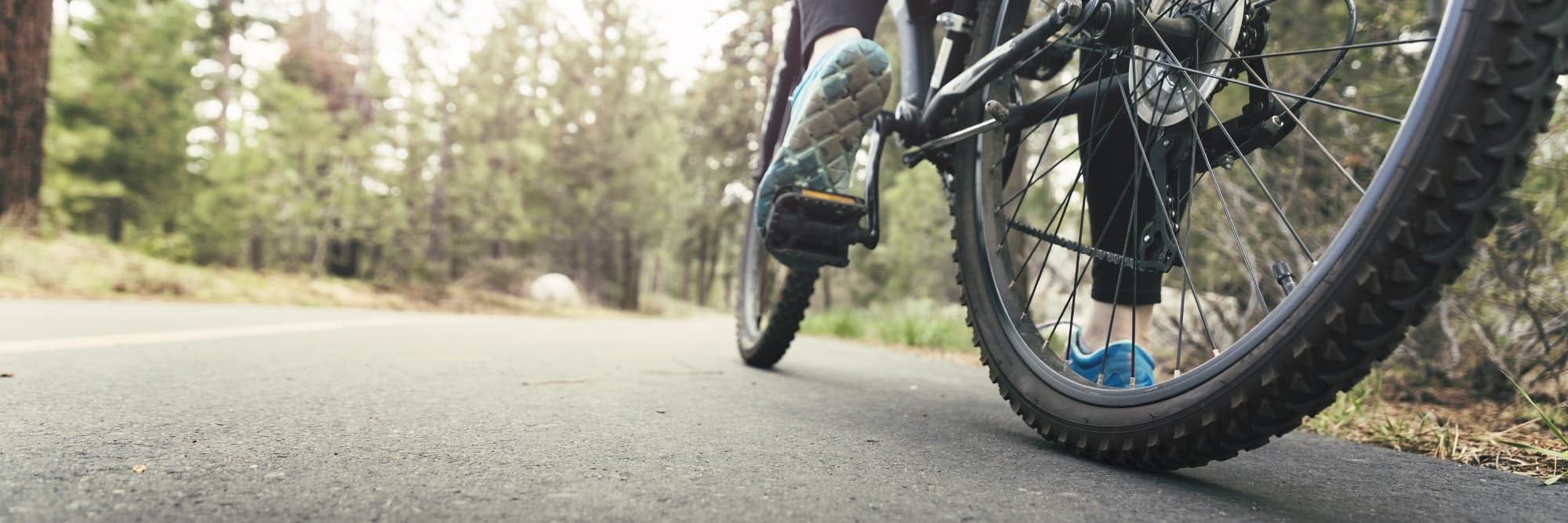 Fahrrad fahren in schöner Natur